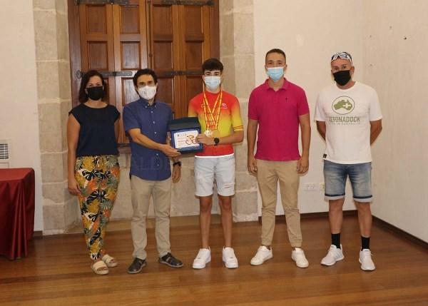 Llíria reconeix els recents èxits del jove ciclista local Eric Igual