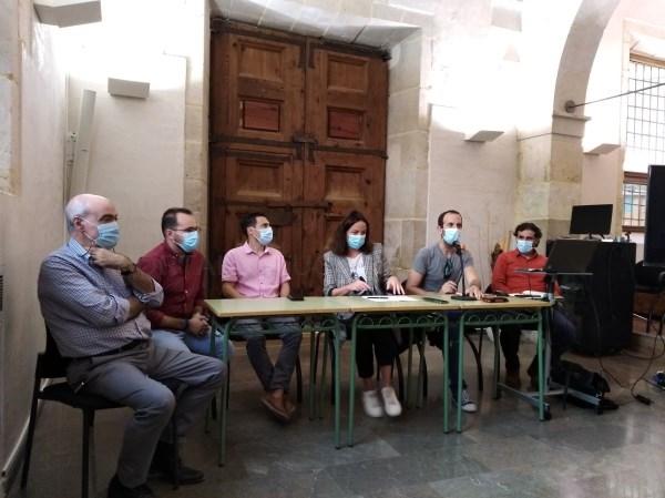 Lliria y ArqueoAntro se reúnen con las familias de víctimas de la Guerra Civil y la Dictadura ante la primera campaña de apertura de fosas comunes
