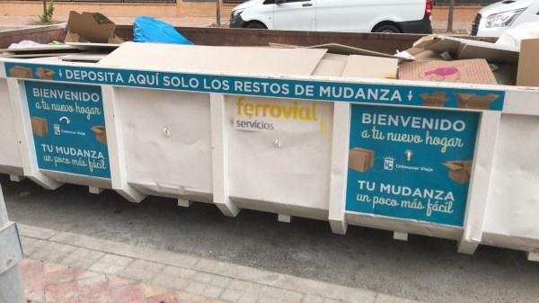 COLMENAR VIEJO IMPLANTA UN CONTENEDOR BLANCO PARA FACILITAR EL DEPóSITO DE EMBALAJES Y RESTOS DE LAS MUDANZAS