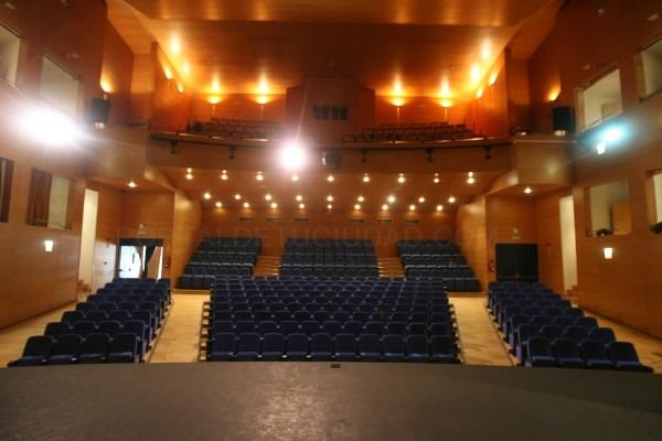 El Teatro municipal del Centro Cultural Adolfo Suárez estrena un moderno sistema de iluminación y patio de butacas