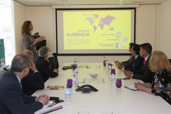 El Alcalde visita la planta biotecnológica de la farmacéutica Merck en Tres Cantos