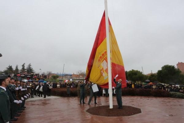 CIENTOS DE TRICANTINOS RINDIERON HOMENAJE A LA BANDERA ESPAñOLA, CON MOTIVO DE LOS ACTOS EN TORNO AL DíA DE LA CONSTITUCIóN
