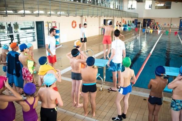 Todos alumnos de 4º de Primaria de Colmenar Viejo realizan un curso de natación