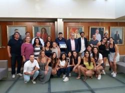 El equipo de balonmano Puig de en Valls recibe un reconocimiento de la consellera Fanny Tur y del presidente del Consell de Eivissa, Vicent Torres
