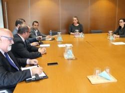 Viviana de Sans se reúne con representantes de los bancos para solicitar la cesión temporal de pisos para uso social