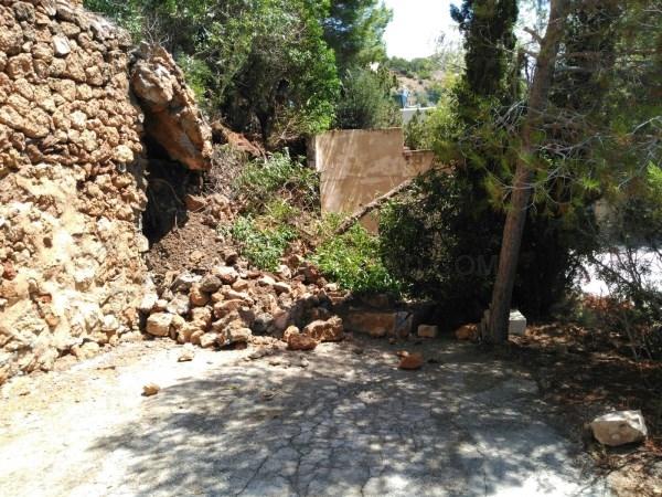 Un operativo de emergencia coordina la evacuación de la urbanización de Es Cubells.