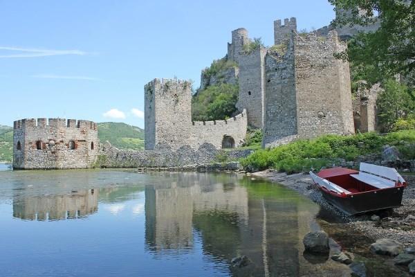 Historia, cultura y naturaleza en el corazón de los Balcanes