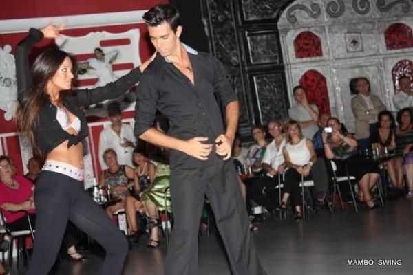Mambo Swing: Escuela de baile, ritmos latinos en Arroyomolinos.Baile deportivo y de competición, academia profesional de baile