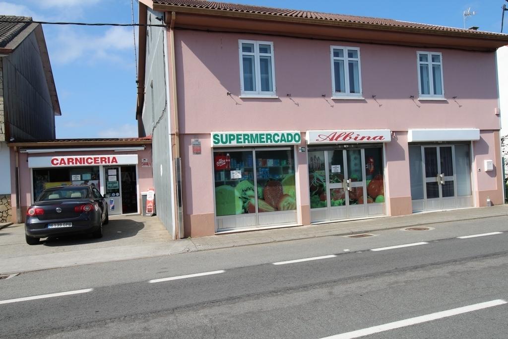 Supermercado en Carballo, Albina