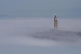 Torre de Hércules niebla