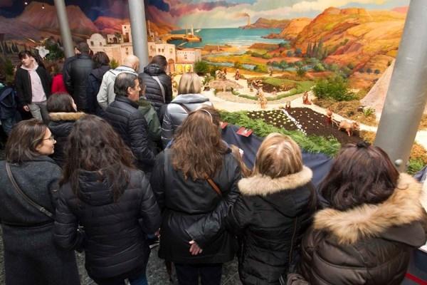 Homenaje al primer matrimonio gay en el Belén de A Coruña