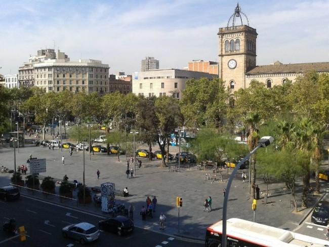 La plaza universitat lugares de inter s - Placa universitat barcelona ...