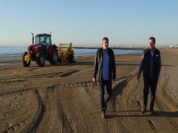 La Diputación inicia la campaña de limpieza de playas y mantiene el precio de 0,217 euros el metro cuadrado para los Consistorios