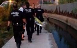 La Policía Local de Godella y Roquefort salvan la vida a una persona que había caído a la acequia