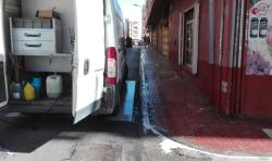BURJASSOT INTENSIFICA LA LIMPIEZA DE LAS ACERAS CON AGUA A PRESION Y PRODUCTOS DESINFECTANTES