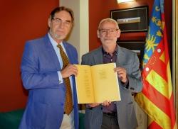 Ignacio Martín Doménech cede su poema original 'Homenatge a l'orxata' al Ayuntamiento de Alboraya