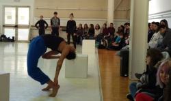 El alumnado de 1º de Bachiller del IES Vicent Andrés Estellés de Burjassot disfruta de una mañana de danza
