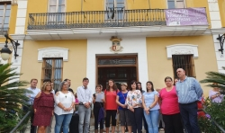 Burjassot lee el Manifiesto de la Emergencia Feminista e iluminará la fachada de su Ayuntamiento de violeta esta noche