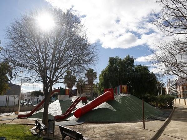 El Mejoras en los juegos infantiles del parque Ribelles en Puçol