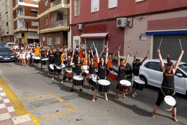 Escola d'Estiu en su visita al barrio del Vallet en Puçol