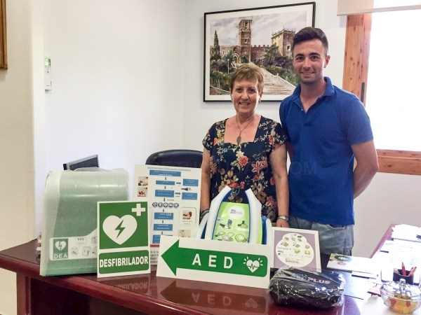 El ayuntamiento del Puig incorpora dos nuevos desfibriladores para atender emergencias cardíacas