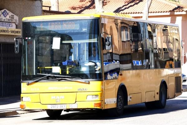 Un transporte público para acceder al Metro, el Servef, la Mini Fe o el Centro de Especialidades