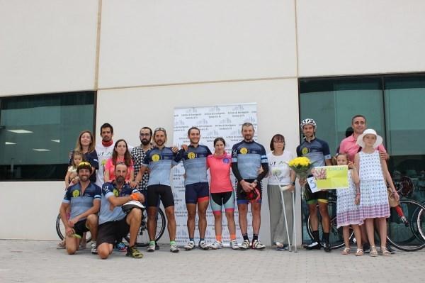 Un grupo de deportistas recorre la distancia de París a València para recaudar fondos para la investigación contra el cáncer infantil