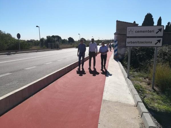 Oliveros visita las obras de la acera de conexión entre la zona del cementerio y el casco antiguo en Godella