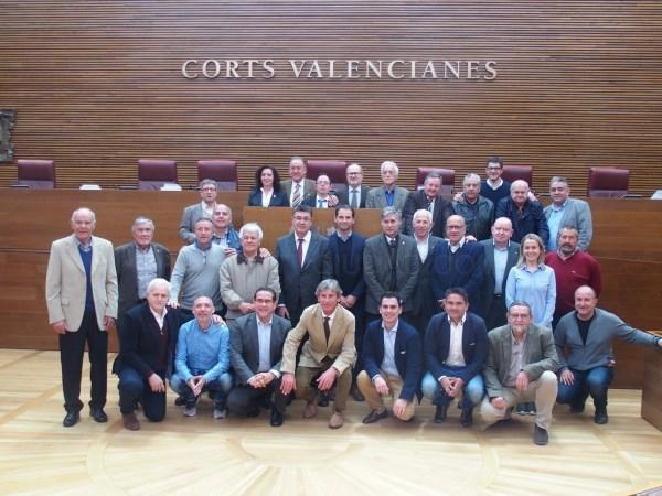 El presidente de les Corts Valencianes recibe a la Asociación de Futbolistas con motivo del Centenario del Club