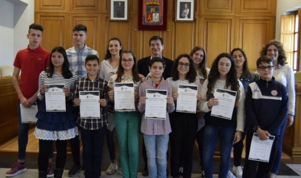 Burjassot reconoce la excelencia de sus escolares de primaria y secundaria del curso 2017/2018