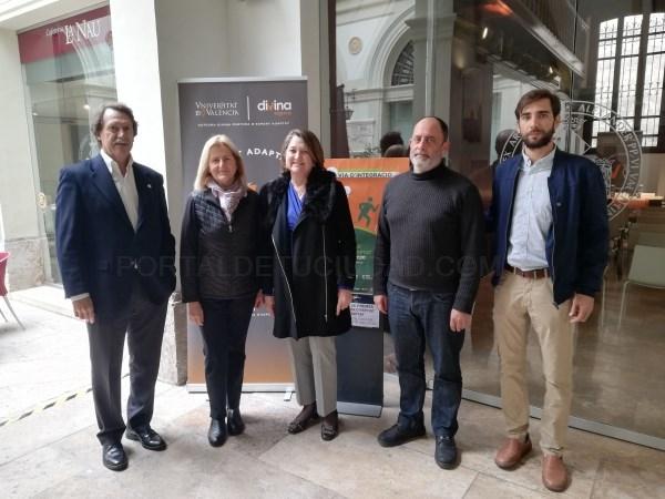 La Universitat de València visibiliza el deporte adaptado en la Plaza del Ayuntamiento de Valencia