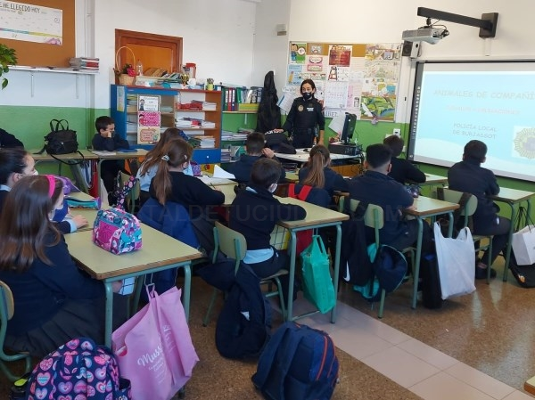 La Policía Local de Burjassot vuelve a las aulas