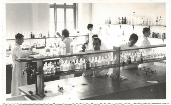 La Universitat de València celebra el 125º aniversario de sus estudios de Química a través de una exposición interactiva