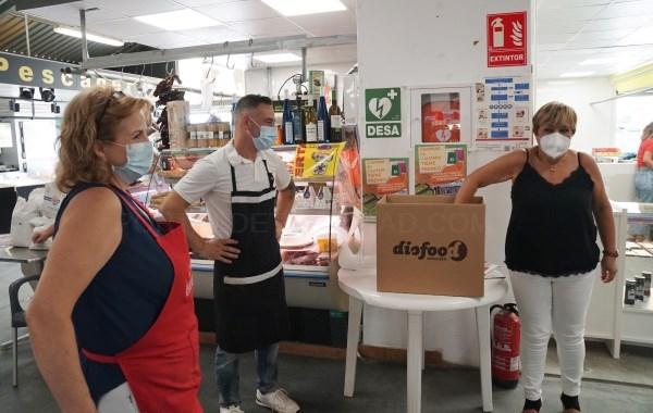 Tres afortunados se van de viaje a Benidorm gracias al Mercado Municipal l'Almara de Burjassot