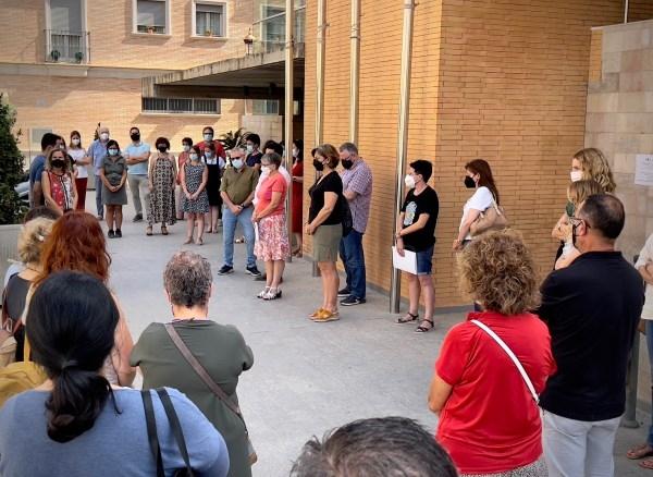 El Ayuntamiento de Alboraya lleva a cabo un minuto de silencio en condena por un nuevo asesinato por violencia de género en Alicante