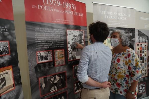 Los actos en memoria del nacimiento de Vicent Andrés Estellés comienzan con una exposición en la Casa de Cultura de Burjassot