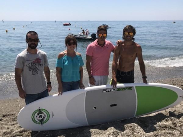 Roberto destaca el éxito de las actividades náuticas y Zumba en la playa de Torre del Mar durante el mes julio