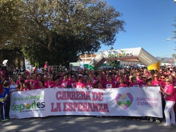 Más de 2.000 deportistas tiñen de rosa las calles de Vélez en la Carrera de La Esperanza para luchar contra el cáncer de mama