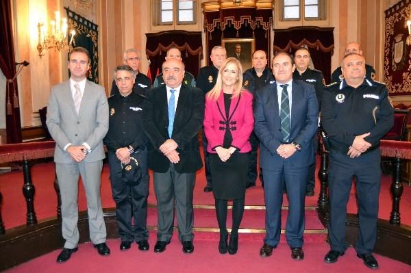 Reconocimiento de la Policía Local de Alcalá de Henares a Cristina Cifuentes