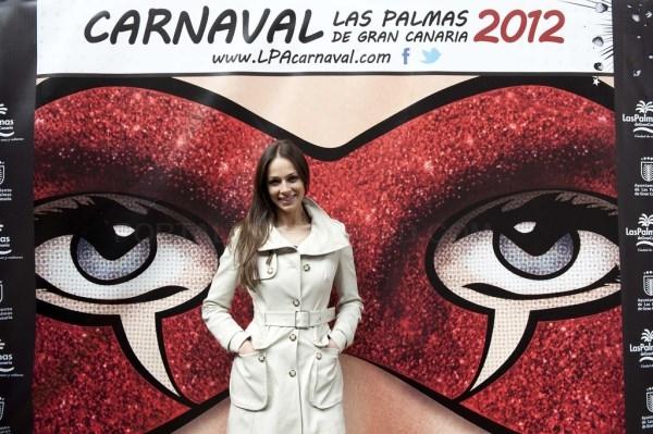 Eva González y Roberto González presentarán la Gala de la Reina
