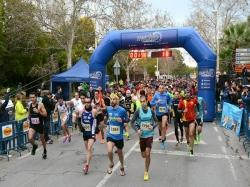 Más de 1.300 atletas desafían el mal tiempo en la Quarta i Mitja Picanya-Paiporta