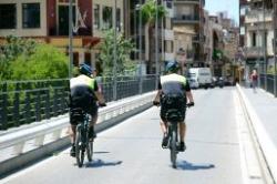 La actuación de los policías locales en bicicleta de Paiporta permite la detención de los tres autores de un robo con violencia