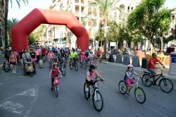 Una multitudinaria matinal de bici-patines pone el punto final a la Semana de la Movilidad de Paiporta
