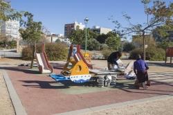 El Ayuntamiento de Picassent realiza tareas de mantenimiento en los parques infantiles