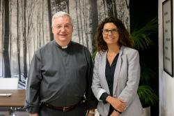 La alcaldesa de Paiporta da la bienvenida a los dos nuevos sacerdotes del pueblo