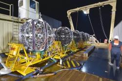 El telescopio de neutrinos KM3NeT/ARCA, en el que participa el IFIC de Valencia, ya tiene operativas seis unidades de detección