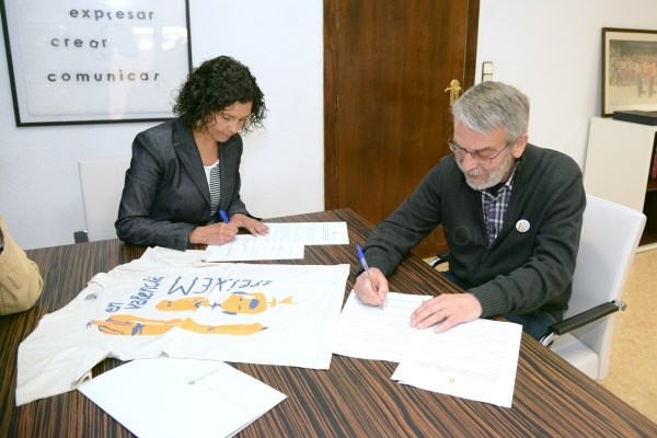 El Ayuntamiento de Paiporta y Fundació Escola Valenciana firman un convenio de colaboración