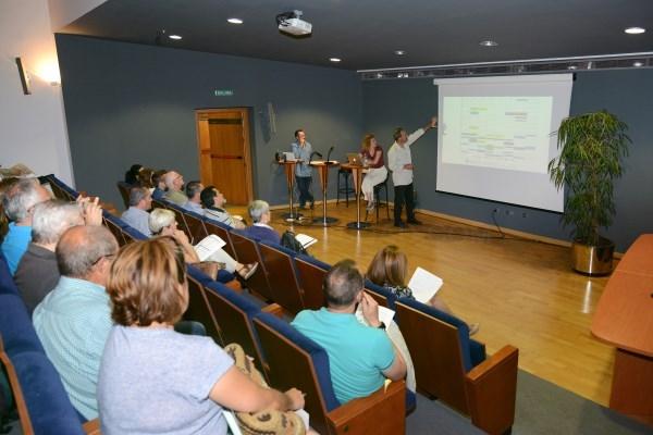 La reunión informativa de cara a las Fiestas Populares 2017 concita el interés de 26 asociaciones y decenas de particulares en Paiporta