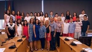 El Ayuntamiento premia el rendimiento académico y el afán de superación de 24 alumnos de Picassent