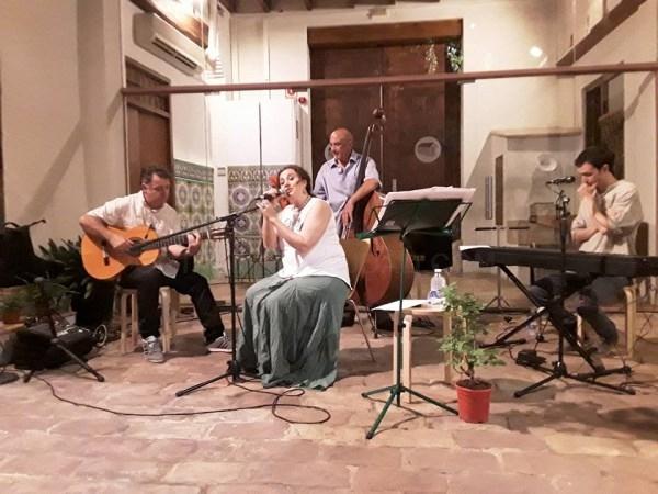 Cristina Blasco encandila con su voz a los asistentes al XIV Cicle Música al Museu Comarcal de l'Horta Sud